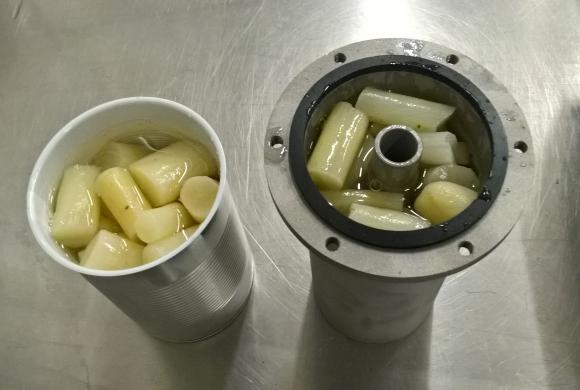 toroid and regular can with content