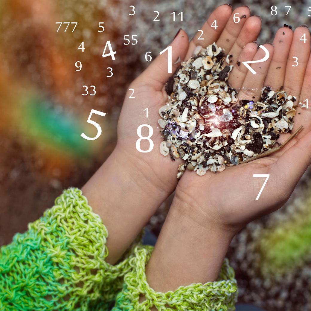 afval in handen met cijfers